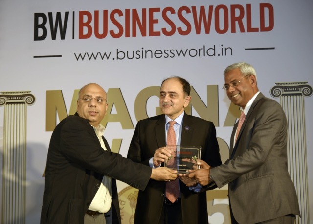 Best Small Bank Award for Federal Bank - Businessworld - PricewaterhouseCoopers combine chose Federal Bank as the Best Bank among Small Banks in India in its Best Bank Survey, 2014. Bank's MD & CEO Shri Shyam Srinivasan & Shri Abraham Chacko, Executive Director received the Best Small Bank Award from Shri Anurag Batra, Chairman, BusinessWorld during the award ceremony at the Businessworld MAGNA Awards 2015.