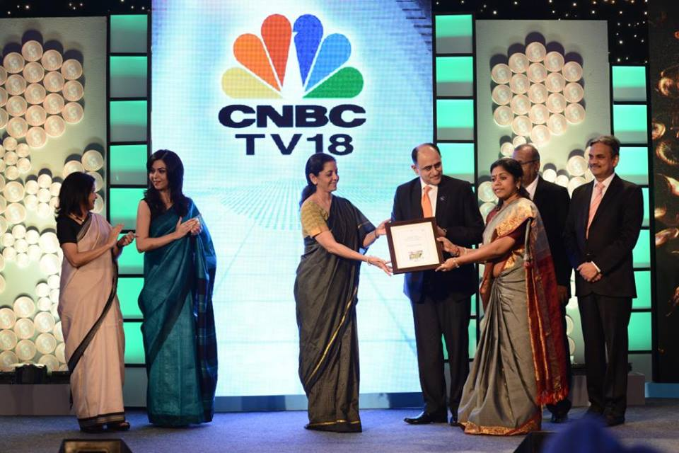 CNBC Award for Financial Inclusion - Federal Bank won the CNBC Award for Financial Inclusion. The award was presented by Smt Nirmala Sitaraman, Hon. Minister for state for Industry and Commerce to Smt Minimole Liz Thomas, AGM in charge of Financial Inclusion in the presence of Federal Bank MD & CEO, Shri Shyam Srinivasan in a function held in New Delhi.