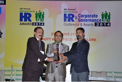 Federal Bank wins Greentech HR Award - Federal Bank has been recognized for its 'Innovative practices in Recruitment' in the 4th Annual Greentech HR Awards that was held at Bangalore on 27th June 2014. Shri. Thampy Kurian (General Manager and HR Head) received the award on behalf of the Bank in a glittering ceremony attended by Entrepreneurs, CEO's and HR Professionals from top organizations across India.