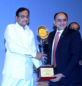 """IBA Innovation Award 2013 for FedBook - Federal Bank won the IBA Innovation Award - 2013 for its innovative mobile application """"FedBook"""". Our MD & CEO Shri. Shyam Srinivasan received the award, instituted by IBA from the Hon'ble Union Finance Minister Shri. P Chidambaram, at the BANCON- 2013 held at Mumbai."""